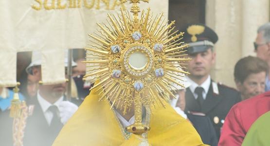 Corpus Domini a Sulmona: Gesù in cammino per le strade dell'uomo
