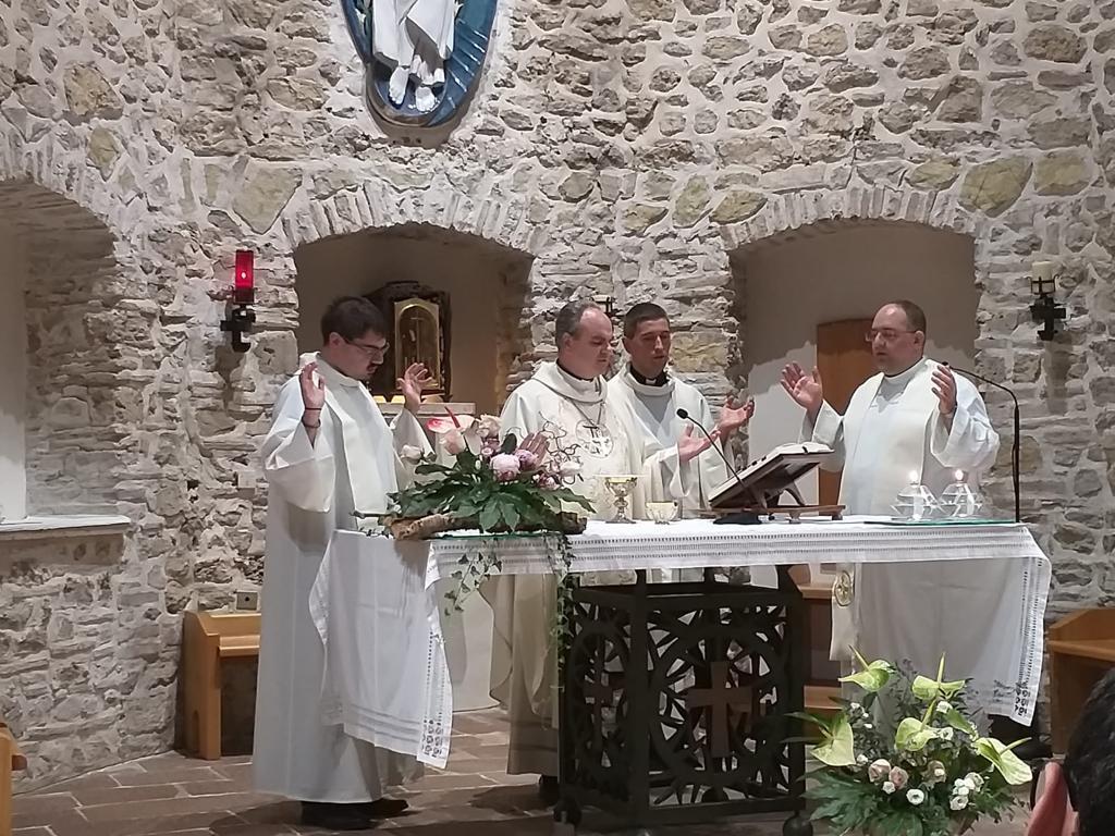 seminaristi-e-giovani-a-Greccio-020