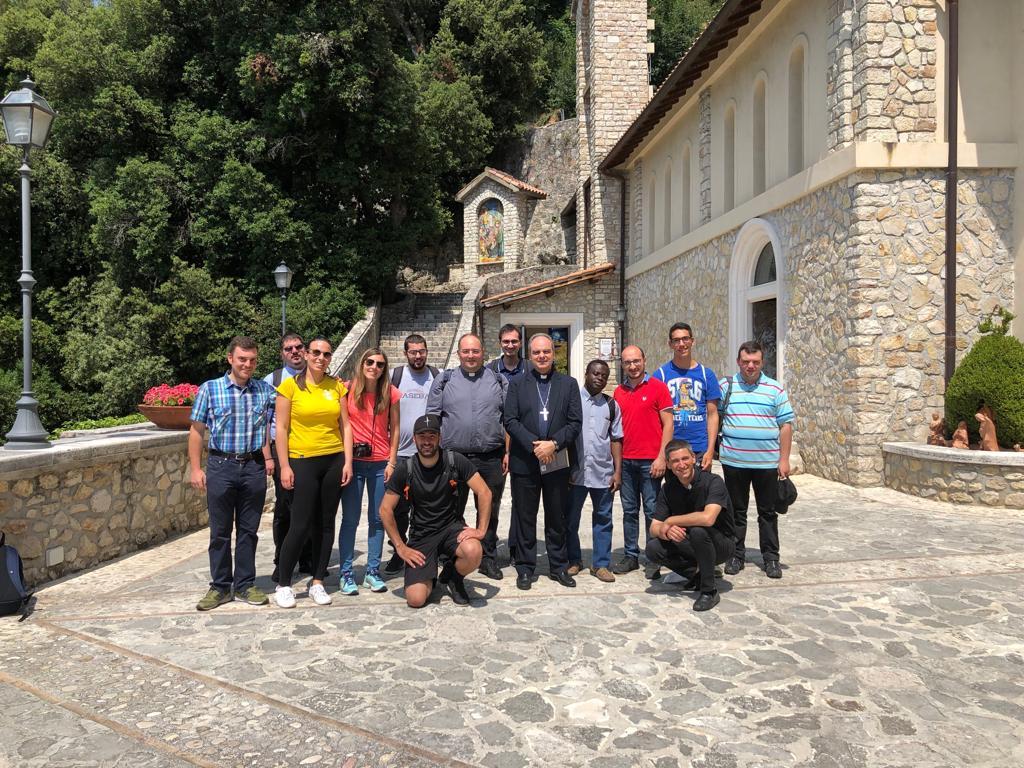 seminaristi-e-giovani-a-Greccio-021