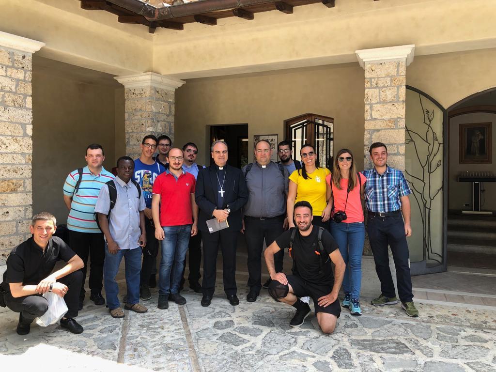 seminaristi-e-giovani-a-Greccio-022