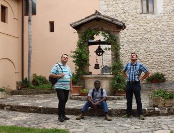 seminaristi-e-giovani-a-Greccio-005