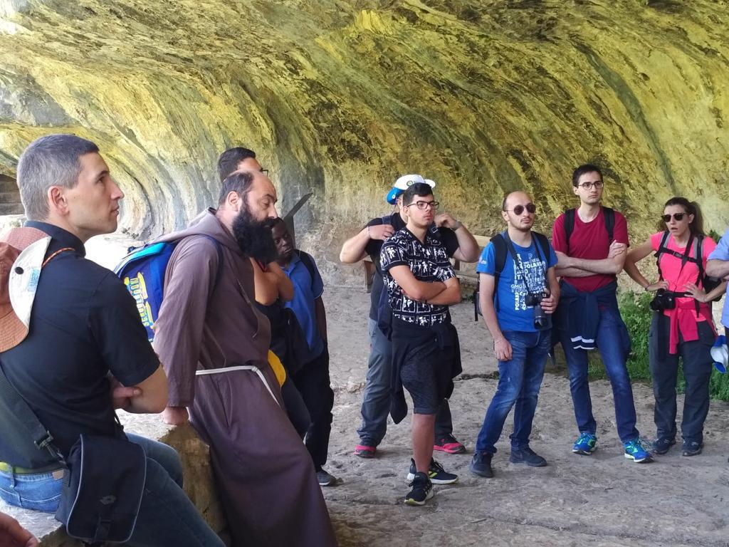 seminaristi-e-giovani-a-Roccamorice-011
