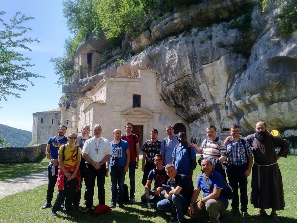 seminaristi-e-giovani-a-Roccamorice-012